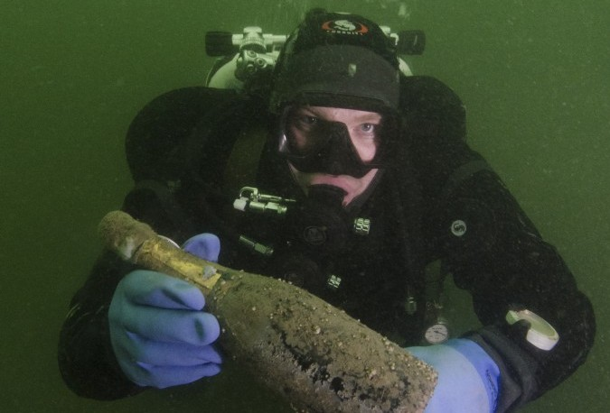 Champagne Diving